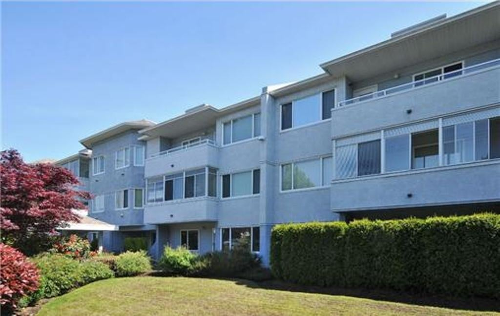 3931 Shelbourne Street Victoria BC - SE Mt Tolmie Condo Apartment for sale, 2 Bedrooms (387615) #1